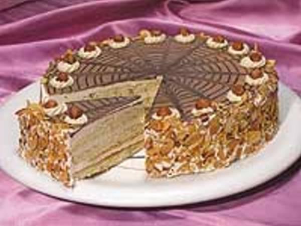 praline hazelnut torte rich hazelnut flavored chiffon filled with ...
